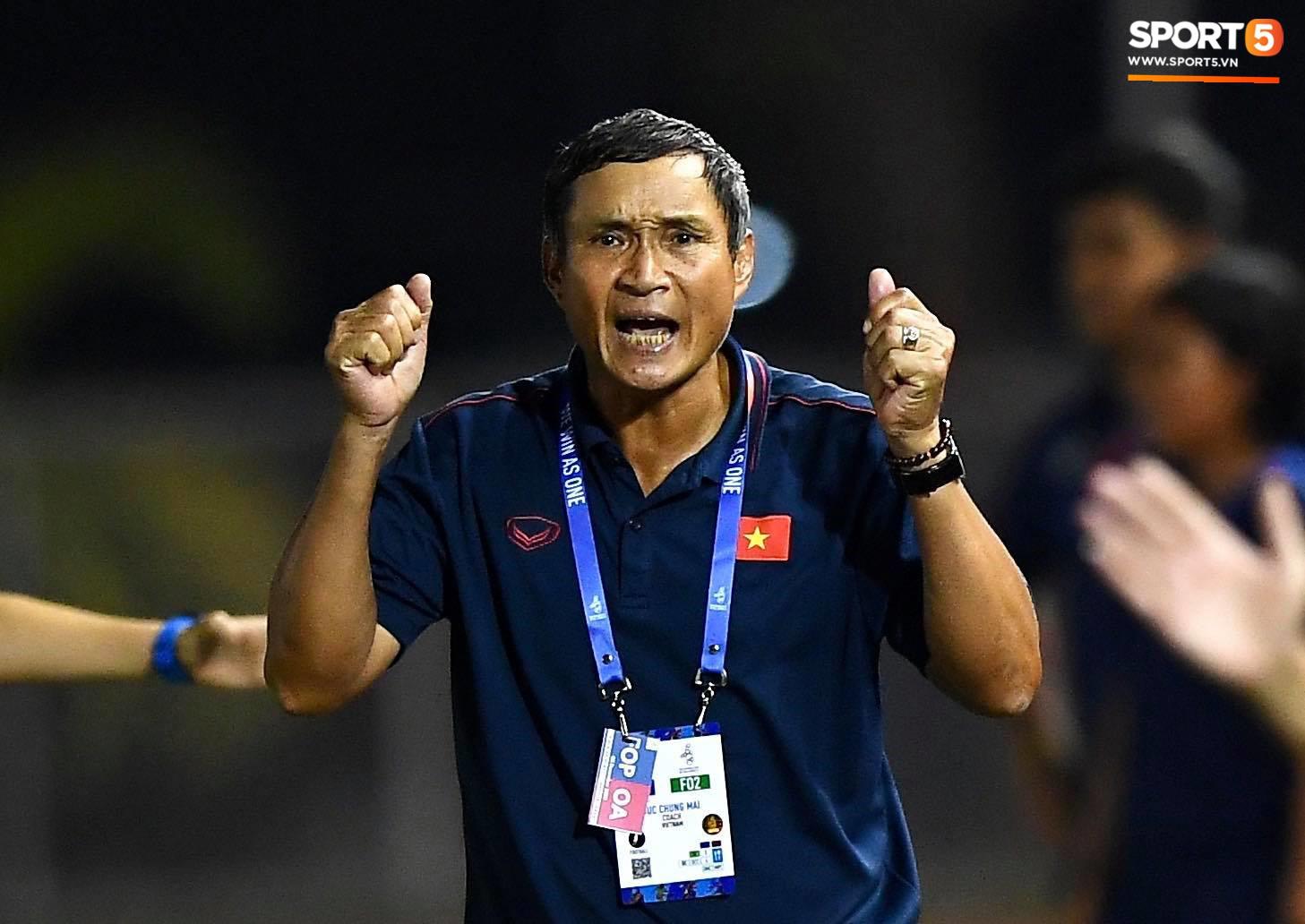 Đội trưởng tuyển nữ Việt Nam đổ gục xuống sân vì kiệt sức sau khi cùng đồng đội giành quyền vào chung kết SEA Games 30 - Ảnh 9.