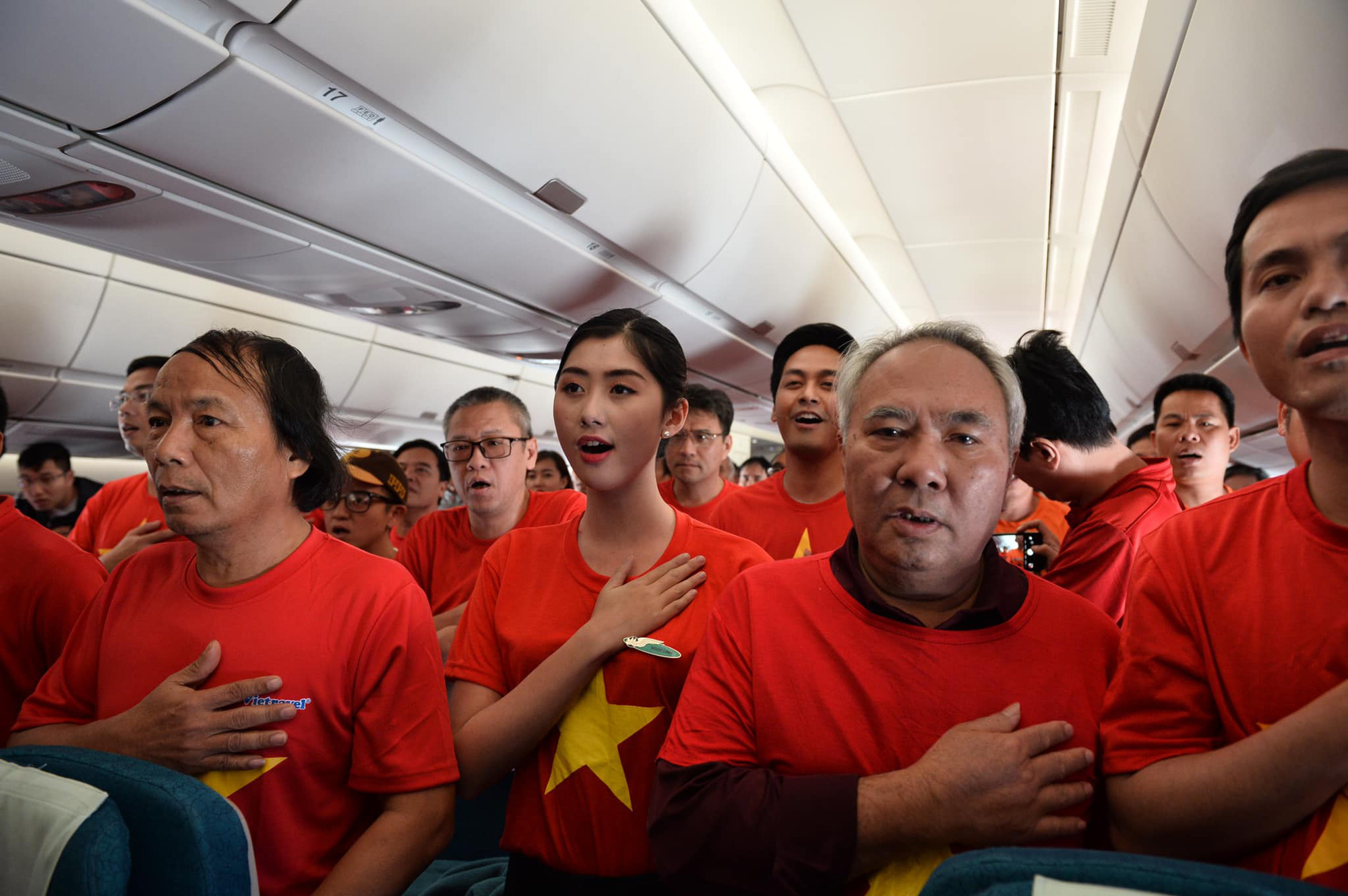 Tăng thêm 6 chuyến bay sang Philippines phục vụ người hâm mộ tham dự Chung kết bóng đá nam SEA Games 30 - Ảnh 1.