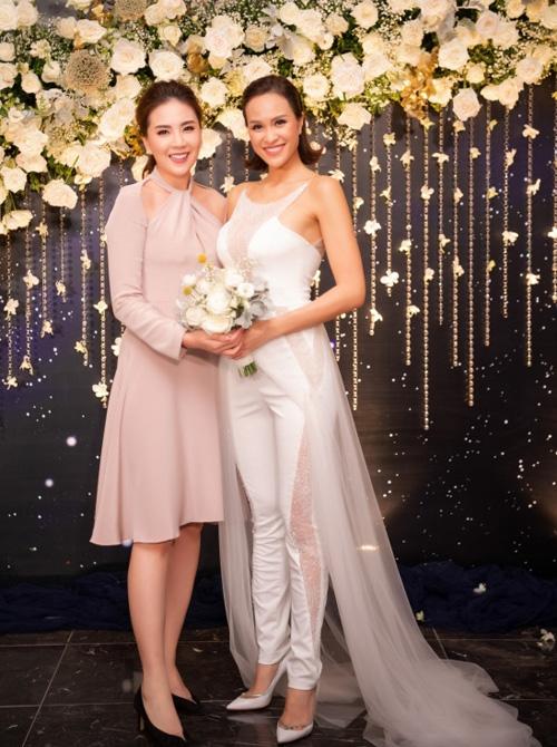 """5 sao Việt thay váy cưới như """"chạy sô"""" trong năm 2019, bộ nào cũng cầu kỳ lộng lẫy chuẩn công chúa cổ tích - Ảnh 11."""