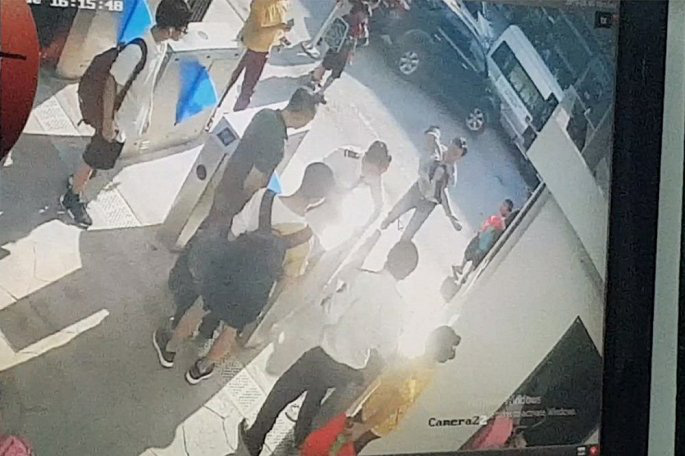 Học sinh trường Gateway chết trên ô tô: Vật chứng nào chưa được chuyển sang cơ quan tố tụng? - Ảnh 1.