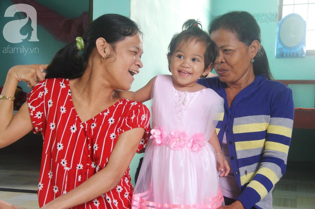 Cái Tết thứ 2 của người mẹ điên ở Trà Vinh: Hạnh phúc và tràn ngập tiếng cười khi con gái cất tiếng gọi mẹ - Ảnh 6.