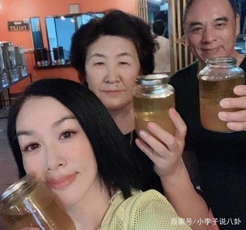 """""""Bom sex gốc Việt"""" Chung Lệ Đề gây tranh cãi khi uống dầu ăn suốt 11 ngày để… thải độc - Ảnh 4."""