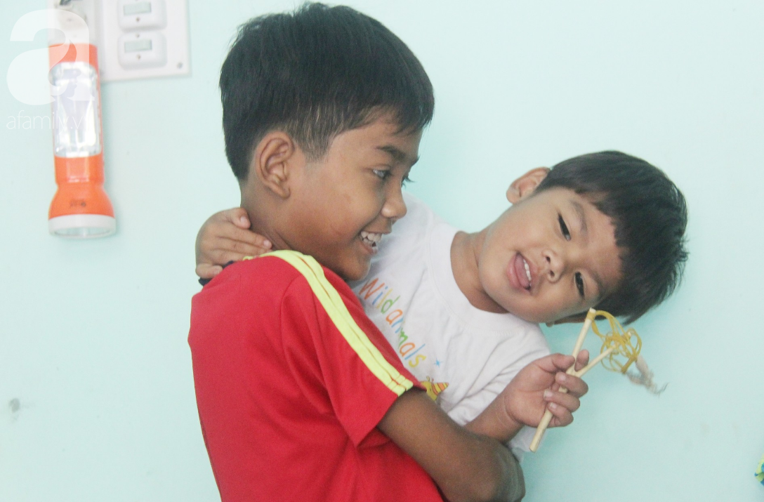 Nụ cười hạnh phúc của 11 đứa trẻ bị bố mẹ bỏ rơi: Tụi con có nhà mới và được đi học tiếp - Ảnh 7.