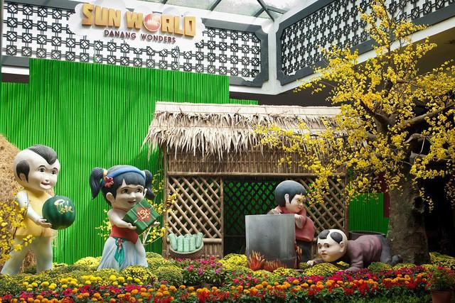 Du khách thích thú với phong cách hội xuân độc lạ ở Sun World Danang Wonders - Ảnh 2.