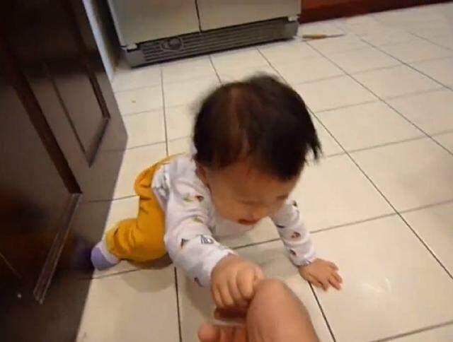 Bé 3 tuổi ăn vạ, mẹ ra tay xử lý, 1 tiếng sau im bặt và cách dạy con khiến phụ huynh tán thành - Ảnh 3.