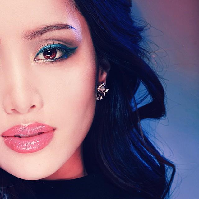 2 bí kíp makeup đơn giản nhưng max xinh của Michelle Phan: một kiểu sang chảnh, một kiểu hack tuổi cực hiệu quả - Ảnh 1.