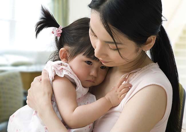 Gợi ý cho mẹ 4 tuyệt chiêu siêu hiệu quả giúp trị ngay thói hay ăn vạ, hờn dỗi của con ở nơi công cộng - Ảnh 4.