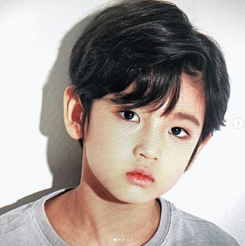 Công Phượng lịch lãm như hoàng tử ngày ra mắt CLB Hàn Quốc nhưng gây chú ý lại là cậu bé điển trai này! - Ảnh 5.