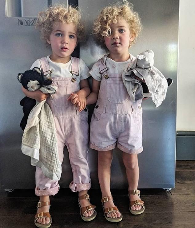 Hot dad với triệu người theo dõi gây tranh cãi nảy lửa vì không làm được điều tưởng chừng đơn giản này với hai con sinh đôi - Ảnh 2.