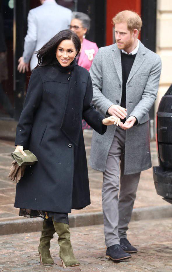 Người dùng mạng phản ứng dữ dội trước nghi vấn Hoàng tử Harry và Meghan trục trặc vì Công nương Kate - Ảnh 2.