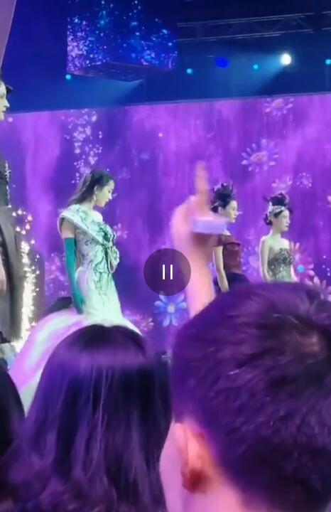 Diện trang phục lộng lẫy tại sự kiện, Dương Mịch vẫn bị chê bai vì lý do này - Ảnh 5.