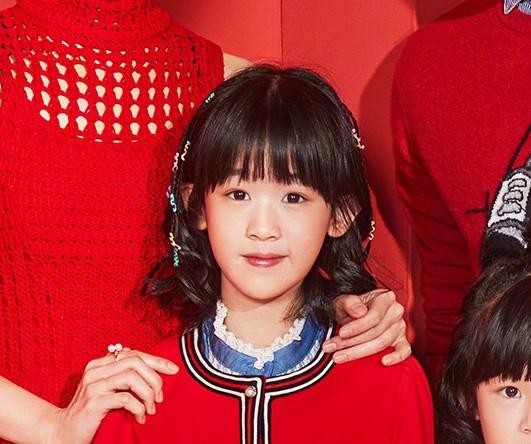 Bao Chửng Lục Nghị khoe ảnh Tết, netizen chỉ chú ý đến đôi chân gầy đến mức báo động của cô con gái - Ảnh 9.