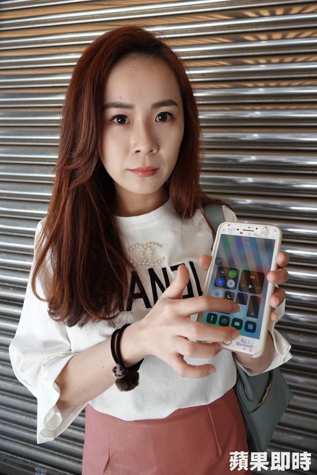 Hỏng mắt vì xem điện thoại: Cô gái trẻ bị hỏng mắt vì xem điện thoại