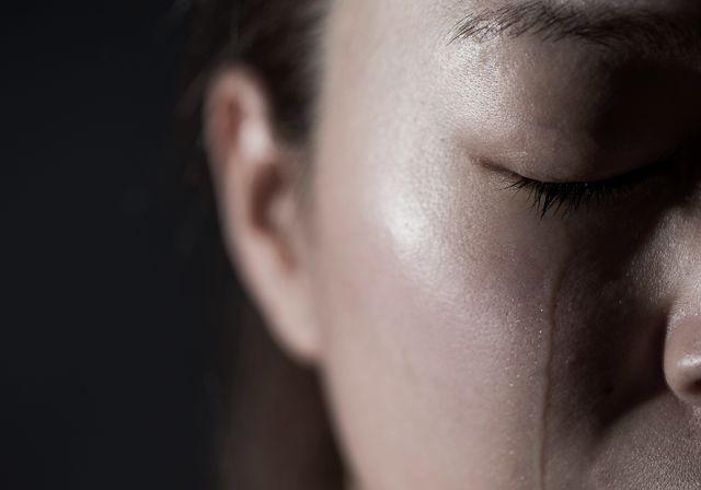 Sau khi khóc, hầu như ai cũng gặp tình trạng đau đầu: Đây chính là nguyên nhân và cách khắc phục - Ảnh 1.