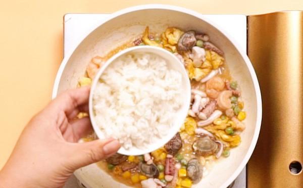 Cơm chiên hải sản ngon: Bí quyết cơm chiên hải sản ngon và tròn vị - Ảnh 5.