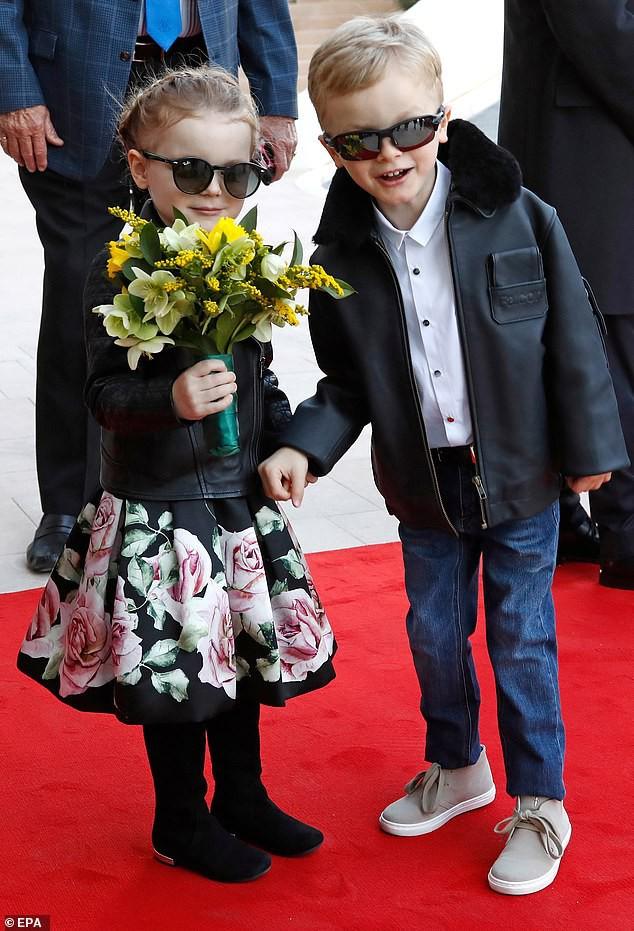 Cặp song sinh của hoàng gia Monaco bất ngờ xuất hiện cực ngầu, sành điệu trên thảm đỏ khiến dư luận phát sốt hơn cả 3 con nhà Công nương Kate - Ảnh 3.