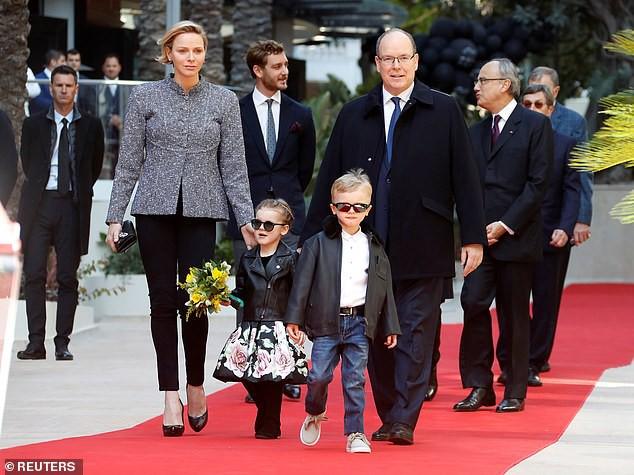 Cặp song sinh của hoàng gia Monaco bất ngờ xuất hiện cực ngầu, sành điệu trên thảm đỏ khiến dư luận phát sốt hơn cả 3 con nhà Công nương Kate - Ảnh 4.
