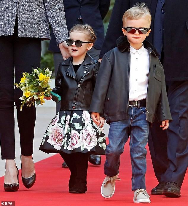 Cặp song sinh của hoàng gia Monaco bất ngờ xuất hiện cực ngầu, sành điệu trên thảm đỏ khiến dư luận phát sốt hơn cả 3 con nhà Công nương Kate - Ảnh 5.