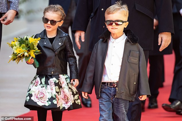 Cặp song sinh của hoàng gia Monaco bất ngờ xuất hiện cực ngầu, sành điệu trên thảm đỏ khiến dư luận phát sốt hơn cả 3 con nhà Công nương Kate - Ảnh 6.