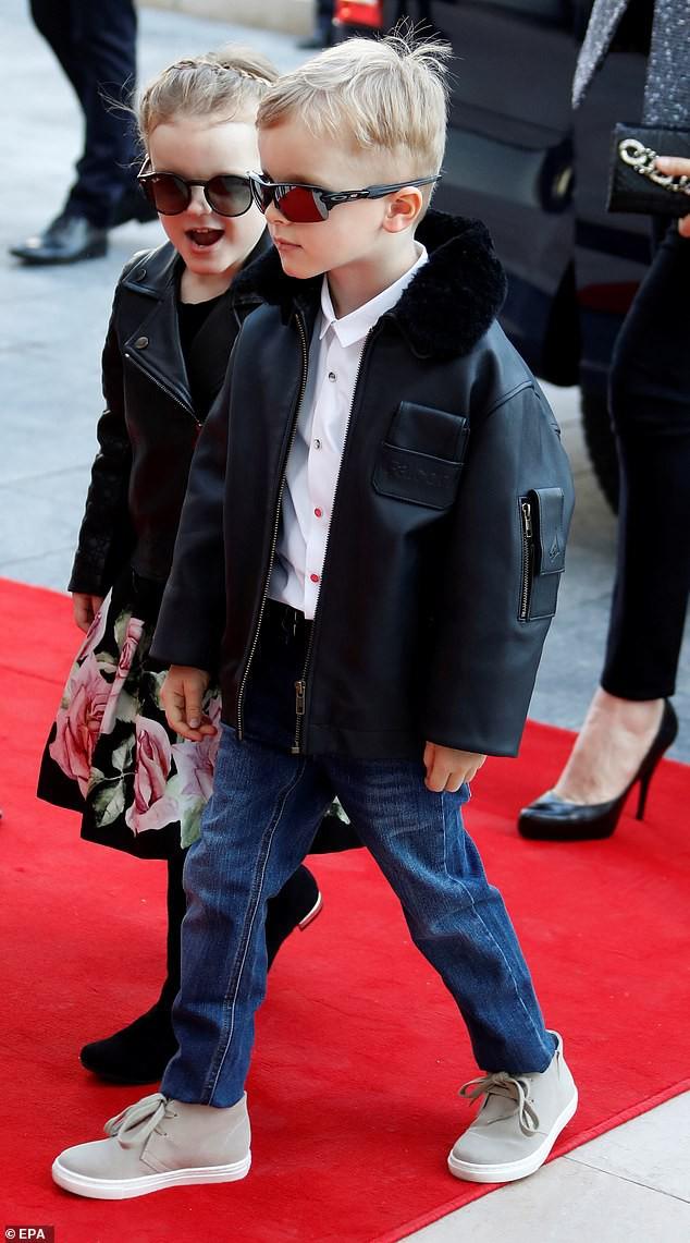 Cặp song sinh của hoàng gia Monaco bất ngờ xuất hiện cực ngầu, sành điệu trên thảm đỏ khiến dư luận phát sốt hơn cả 3 con nhà Công nương Kate - Ảnh 2.