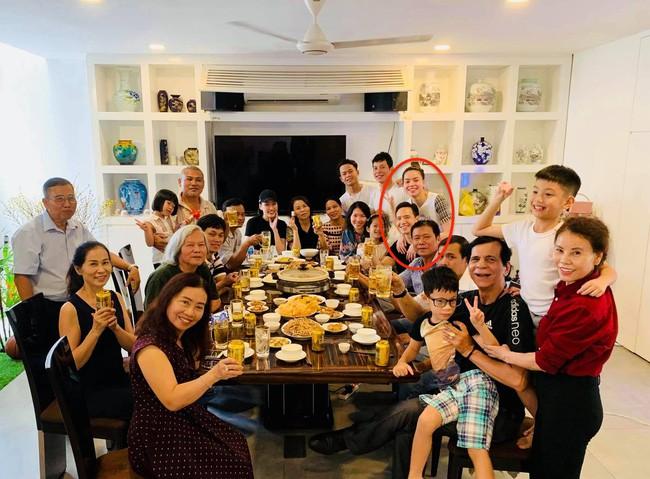 Kim Lý quây quần đón giao thừa cùng gia đình Hồ Ngọc Hà - Ảnh 2.