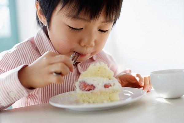 Lời khuyên cực hữu ích cho các mẹ để con luôn ăn uống lành mạnh ngay cả trong dịp Tết ngập ngụa bánh kẹo - Ảnh 1.