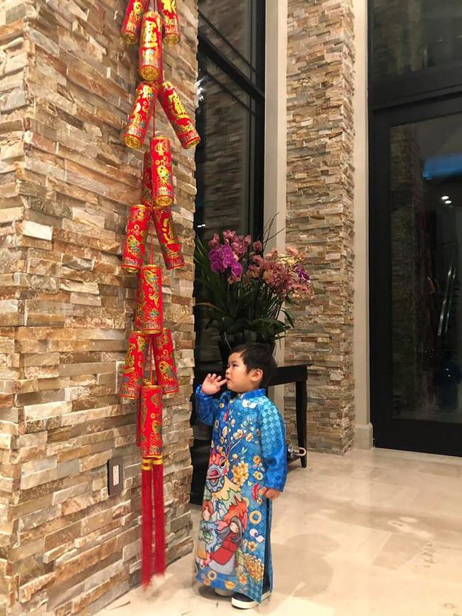 Nào có thua người lớn, nhóc tỳ nhà sao Việt xúng xính diện áo dài, nổi nhất là mẹ con Thu Thảo và Hà Anh - Ảnh 1.