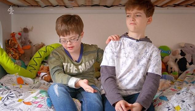 Được em trai nhận trách nhiệm chăm sóc, cậu bé 9 tuổi mắc hội chứng Down bất ngờ nói điều khiến nhiều người xúc động - Ảnh 4.