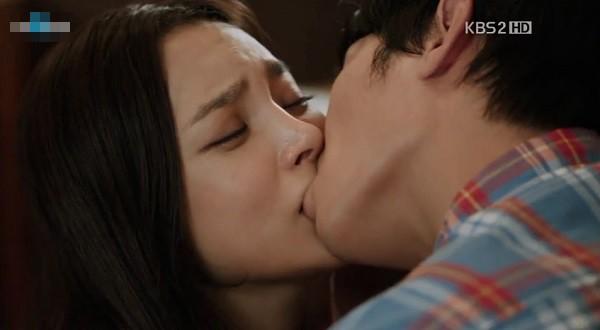 """Nếu Kim Ok Bin là """"tiểu tam"""" khiến Song Joong Ki - Song Hye Kyo ly hôn thì chắc không chỉ có một mà phải thêm cả """"danh sách"""" này - Ảnh 14."""