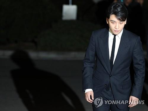 Tiếc nuối vì không được hát với Seungri do scandal môi giới mại dâm, Dung Tổ Nhi bị dân mạng mắng chửi thậm tệ - Ảnh 2.