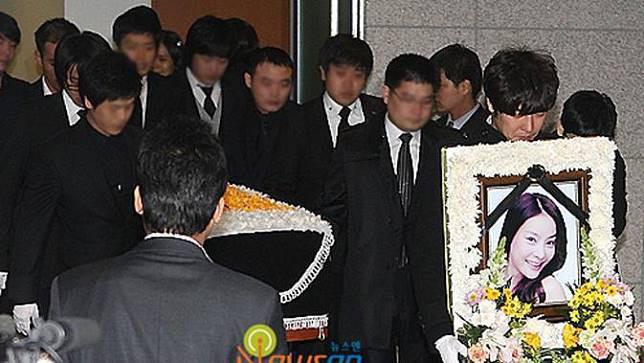 Sau hơn 10 năm, vụ việc nữ diễn viên Jang Ja Yeon tự vẫn vì bị cưỡng hiếp hơn 100 lần bởi các hàng loạt quan chức được tái điều tra - Ảnh 2.