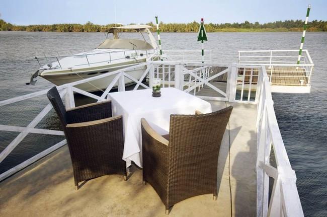 4 nhà hàng ven sông lộng gió thích hợp cho người Sài Gòn trốn nắng oi, tận hưởng ngày cuối tuần bình yên - Ảnh 4.