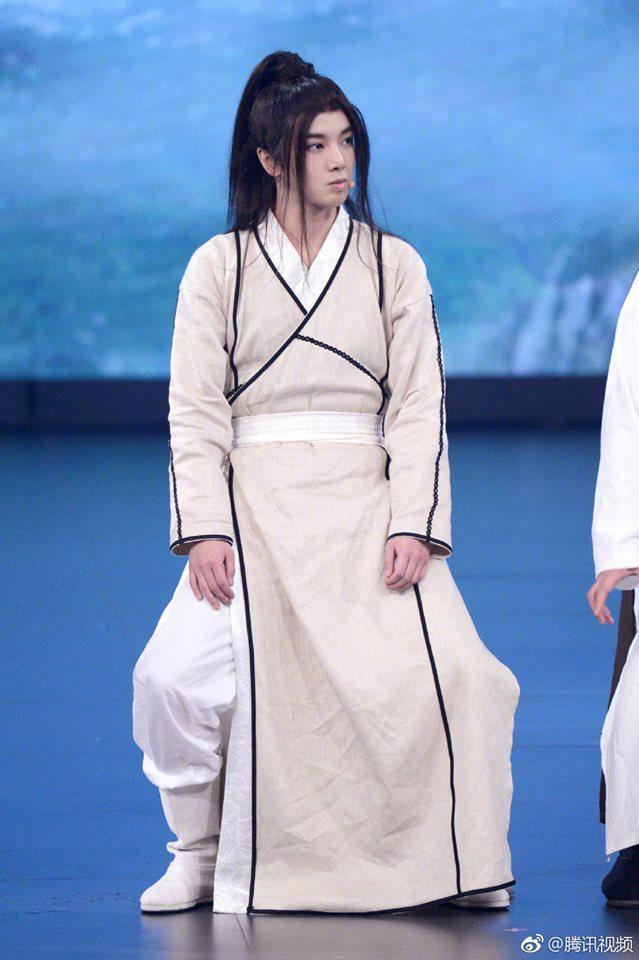 Tân Ỷ thiên: Diệt Tuyệt sư thái - Châu Hải My múa kiếm điêu luyện, Hoa Vô Kỵ phi thân khiến ai cũng giật mình - Ảnh 5.