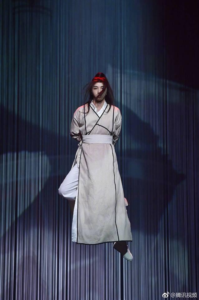 Tân Ỷ thiên: Diệt Tuyệt sư thái - Châu Hải My múa kiếm điêu luyện, Hoa Vô Kỵ phi thân khiến ai cũng giật mình - Ảnh 2.