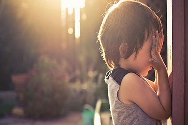 Cách mà các bậc cha mẹ có thể áp dụng để giúp trẻ vượt qua hội chứng lo âu tưởng vô hại mà đầy nguy hiểm này - Ảnh 2.