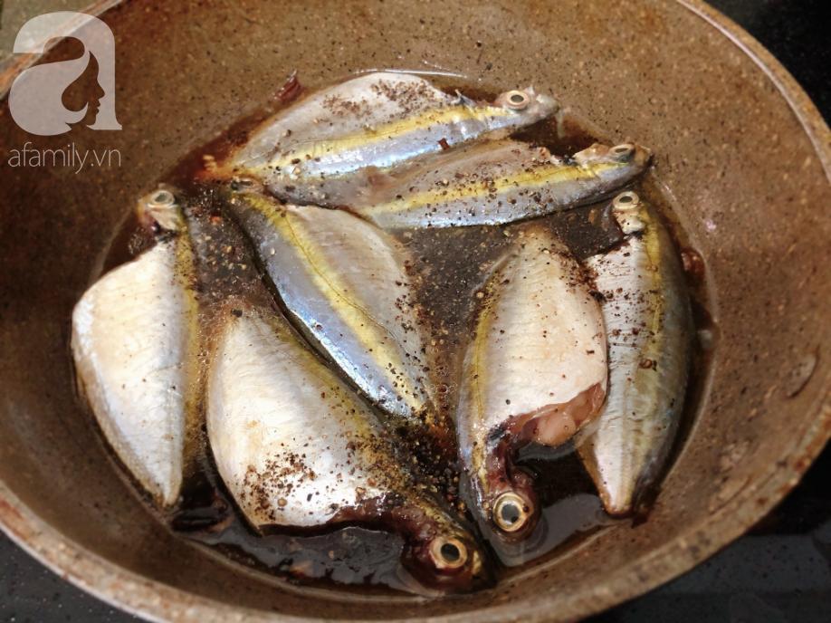 Ngày mưa lạnh ăn cá kho tiêu là chuẩn không cần chỉnh - Ảnh 2.