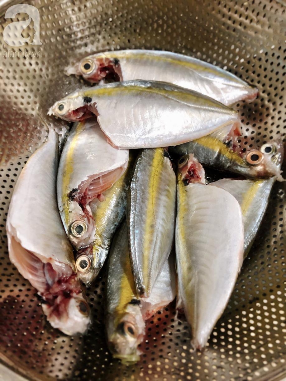 Ngày mưa lạnh ăn cá kho tiêu là chuẩn không cần chỉnh - Ảnh 1.