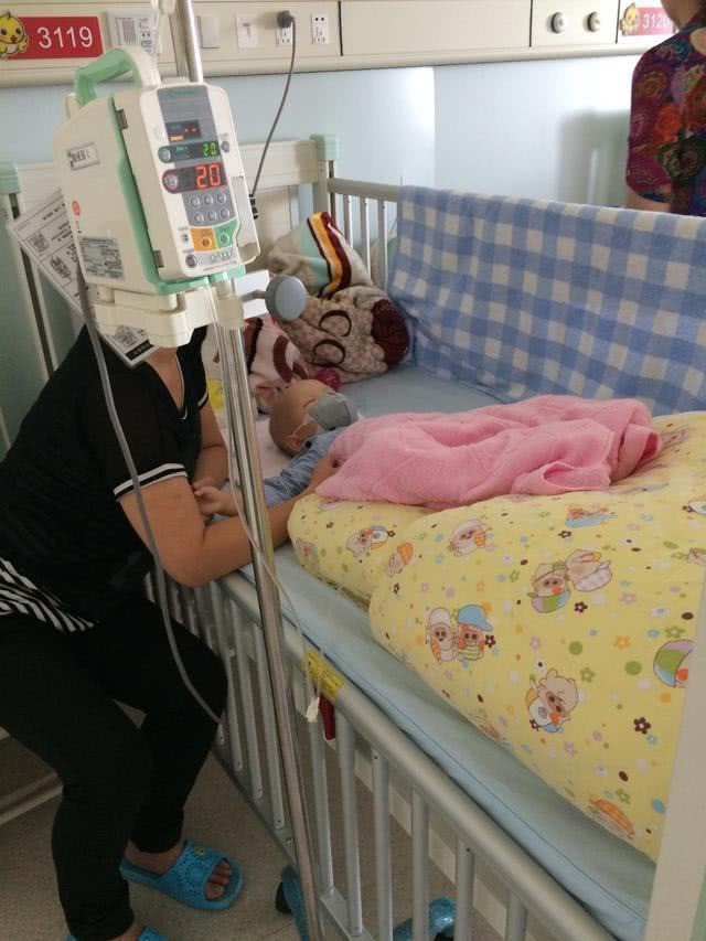 """Bé trai 1 tuổi bị chẩn đoán ung thư bạch cầu, bác sĩ khẳng định """"kẻ sát nhân"""" ẩn mình ngay trong căn nhà mới xây của gia đình - Ảnh 2."""