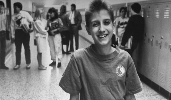 """Cuộc đời """"bất thường"""" khiến cả thế giới nhớ mãi của cậu bé 13 tuổi: Thay đổi cả luật pháp, đám tang toàn nhân vật quyền lực đến dự - Ảnh 1."""