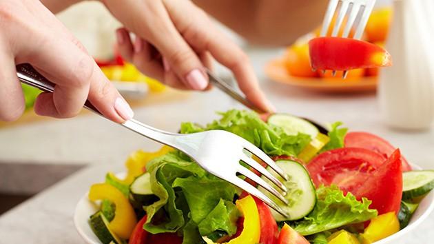 Người phụ nữ 26 tuổi bị ung thư chỉ vì lạm dụng phương pháp bằng cách ăn nhiều thịt - Ảnh 5.