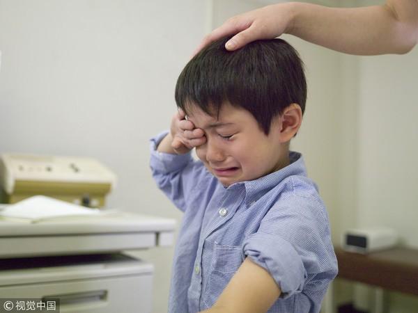 Bé trai 1 tuổi đối mặt với nguy cơ tắc ruột do tò mò, nghịch ngợm nuốt thứ này vào bụng - Ảnh 1.