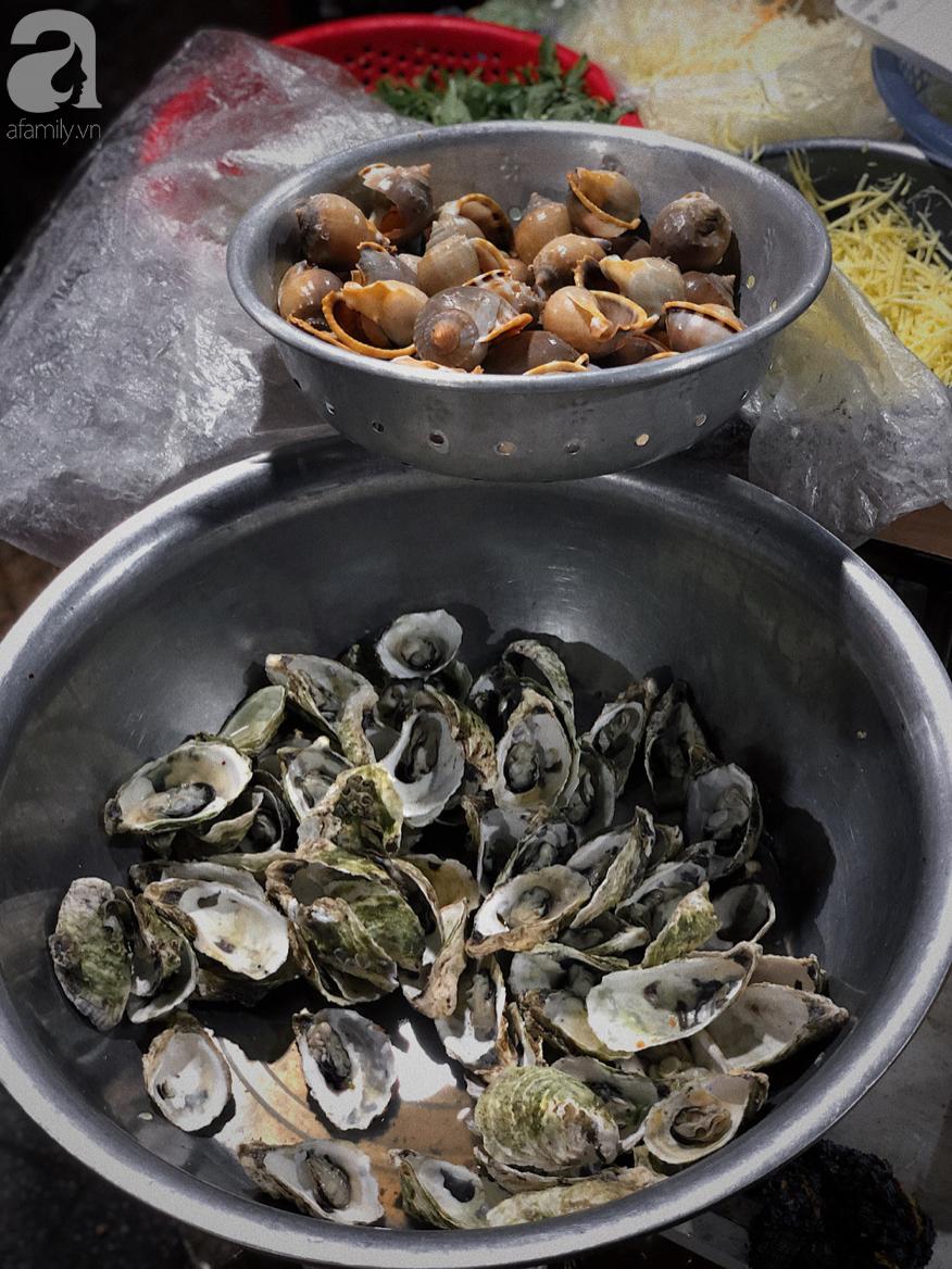 Mùa hè đi Quy Nhơn, hãy ghé ngay quán ốc siêu đông, gọi món không cần nhìn giá này: Ốc biển sang chảnh 20k/dĩa, hàu 5k/con - Ảnh 12.