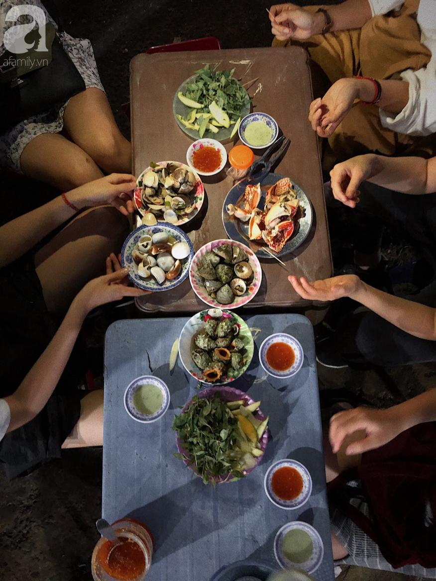 Mùa hè đi Quy Nhơn, hãy ghé ngay quán ốc siêu đông, gọi món không cần nhìn giá này: Ốc biển sang chảnh 20k/dĩa, hàu 5k/con - Ảnh 4.