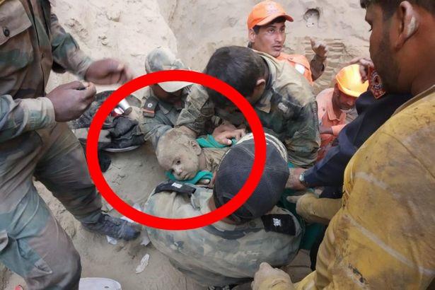 Bé trai 18 tháng tuổi rơi xuống giếng sâu 20m, hàng trăm người nỗ lực giải cứu suốt 2 ngày đêm rồi vỡ òa sung sướng khi thấy bộ dạng đứa trẻ - Ảnh 3.