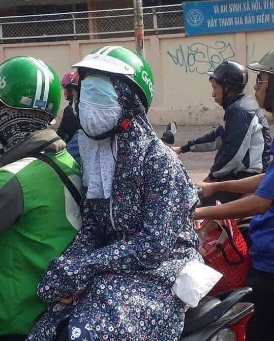 Khi người nổi tiếng ninja xe tay ga đi Grab để không ai nhận ra, ngờ đâu nổi bần bật giữa phố vì chi tiết này - Ảnh 1.