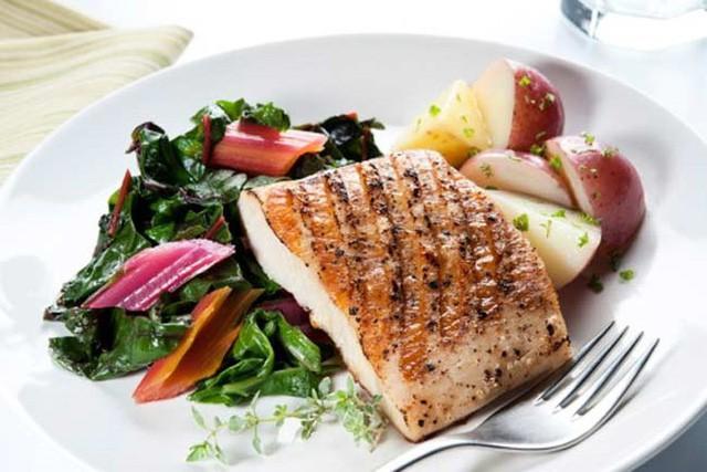 10 chế độ ăn giúp phụ nữ tăng khả năng có thai - Ảnh 1.