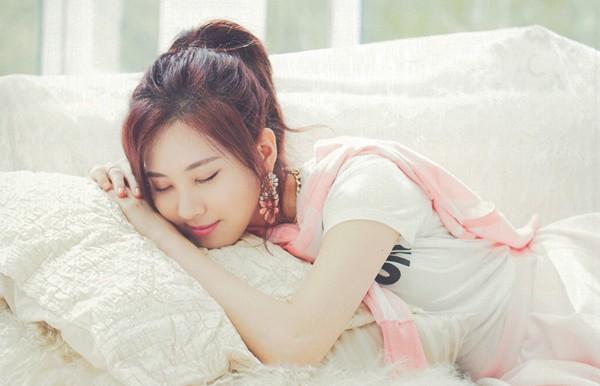 Sửa ngay 2 tư thế ngủ sai lầm khiến bạn uể oải, mệt mỏi vào mỗi sáng thức dậy - Ảnh 2.