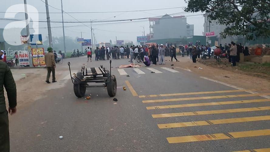 Hiện trường ngổn ngang vụ xe khách đâm đoàn người đưa tang khiến 7 người chết, 3 người bị thương nặng - Ảnh 7.