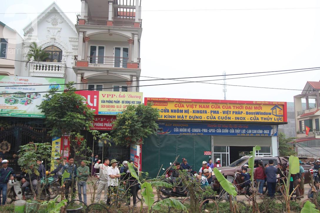 Hiện trường ngổn ngang vụ xe khách đâm đoàn người đưa tang khiến 7 người chết, 3 người bị thương nặng - Ảnh 15.