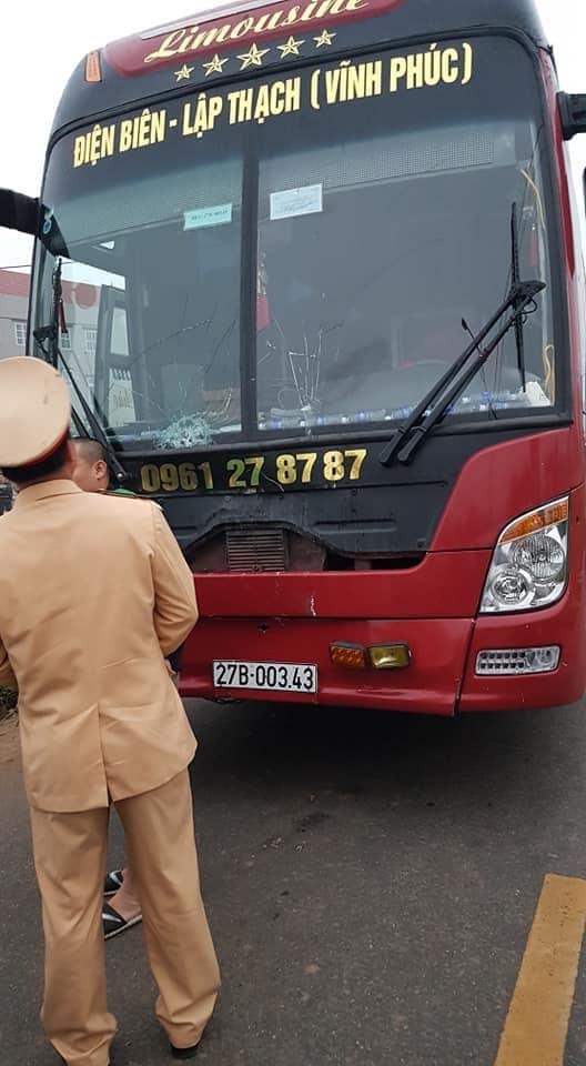 Vĩnh Phúc: Xe khách đâm trực diện đoàn người đưa tang, 7 người tử vong, nhiều người bị thương - Ảnh 2.